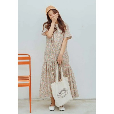 Flicka爆單的一條泰花圖運身裙著上身非常有氣質